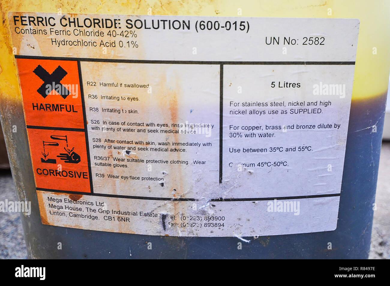 Solution de chlorure ferrique contenant, à la rude. Produits chimiques. Le chlorure de fer(III) nocif corrosif produit chimique. FeCI3. Gravure Gravure sur pcb pour produits chimiques Banque D'Images