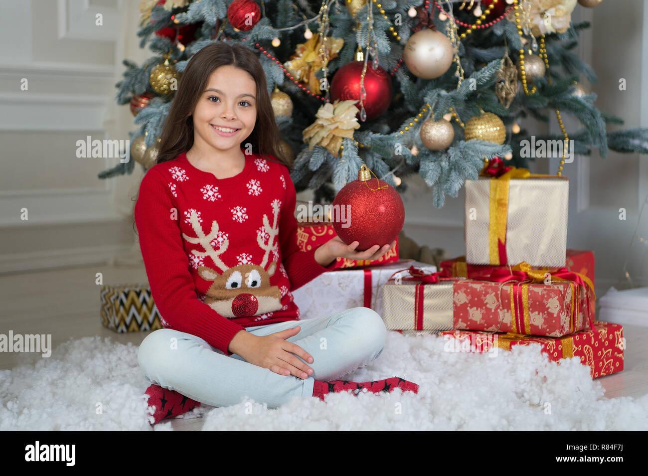 Image De Noel Fille.Petit Enfant Fille Aime Cadeau De Noel Noel Kid Profiter
