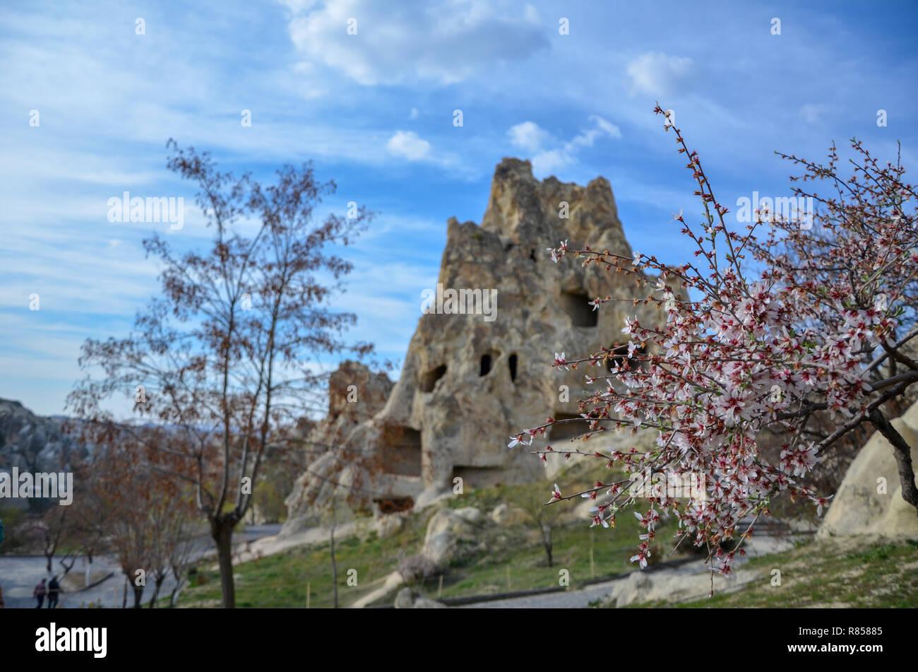 La Cappadoce Cheminees De Fees Au Printemps Istanbul En Turquie