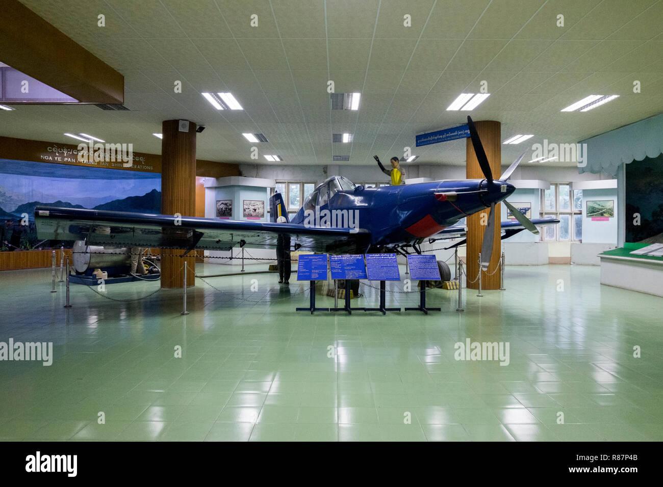 Médicament bleu avion à la musée d'élimination des drogues à Yangon, Myanmar. Banque D'Images