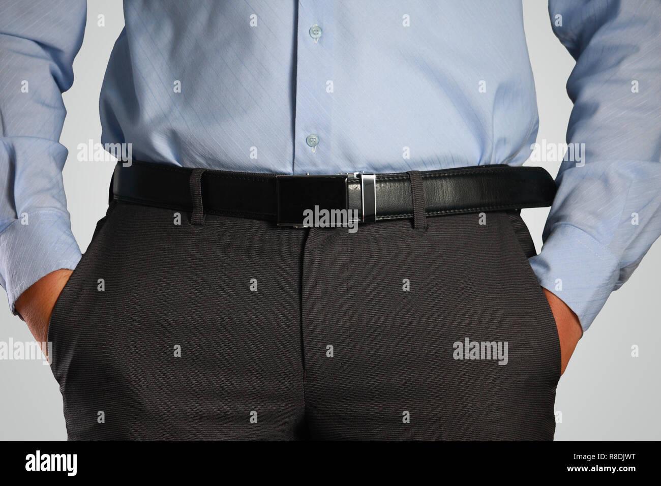 chemise bleue poches pantalon noir