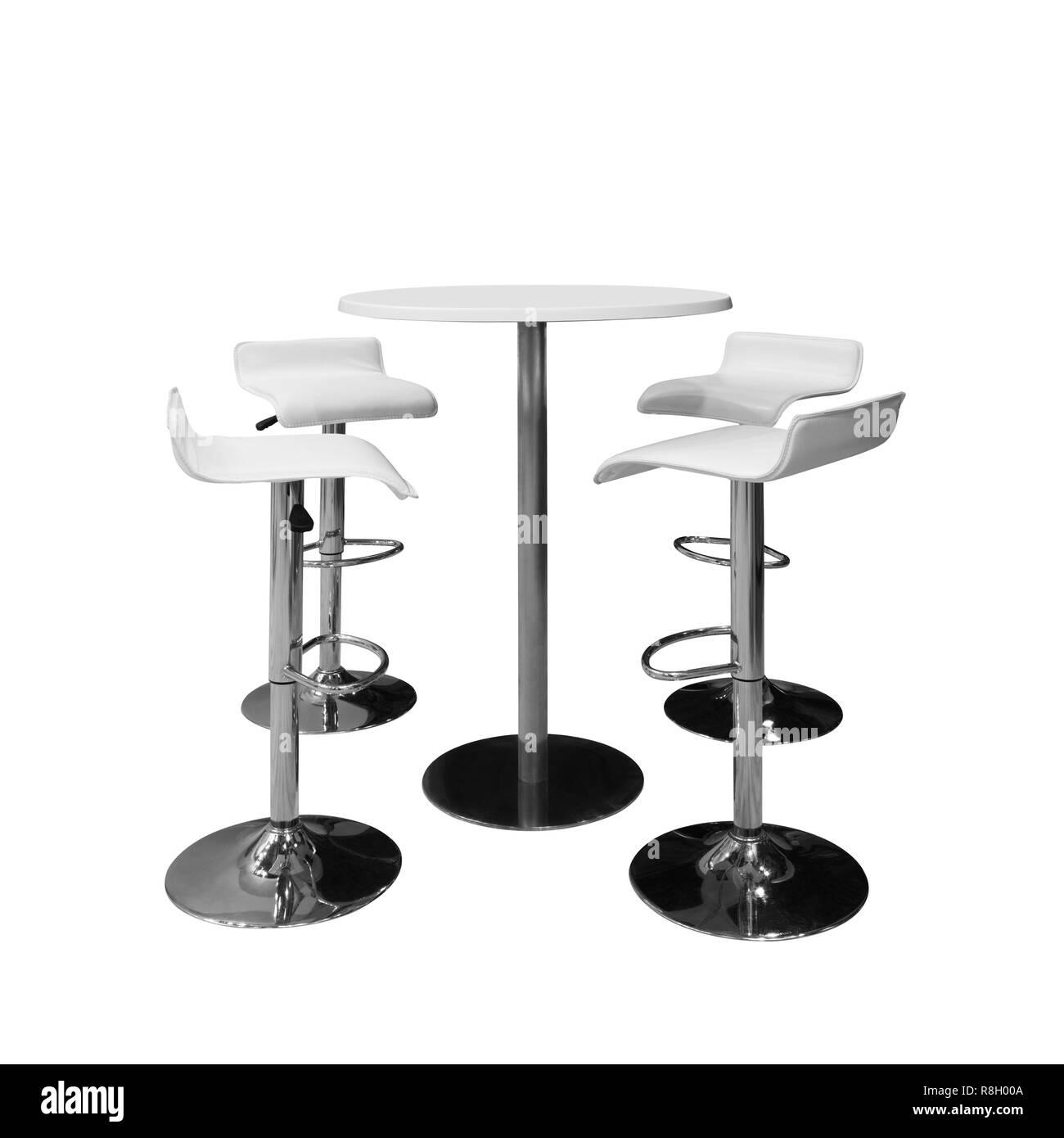Bar Ou Les Chaises De Bureau Et Table Ronde Isole Sur Fond Blanc