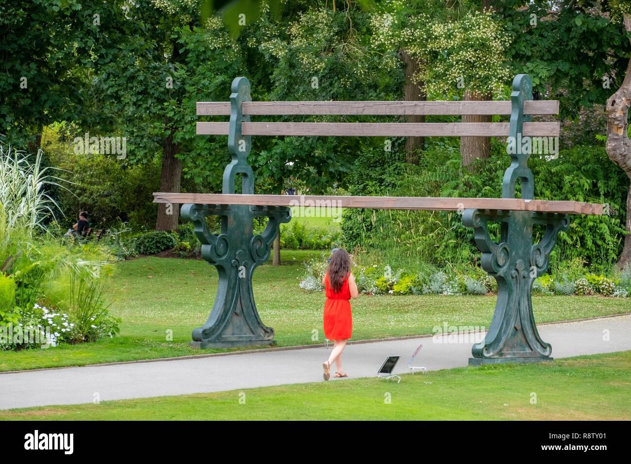 France, Loire Atlantique, Nantes, le Jardin des Plantes, le banc ...