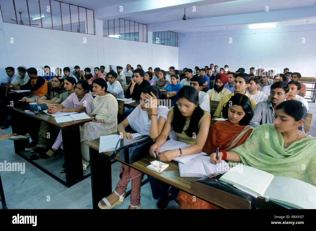 La salle de classe, le droit collage, Dehra Dun, de l'Uttar Pradesh, Inde Photo Stock