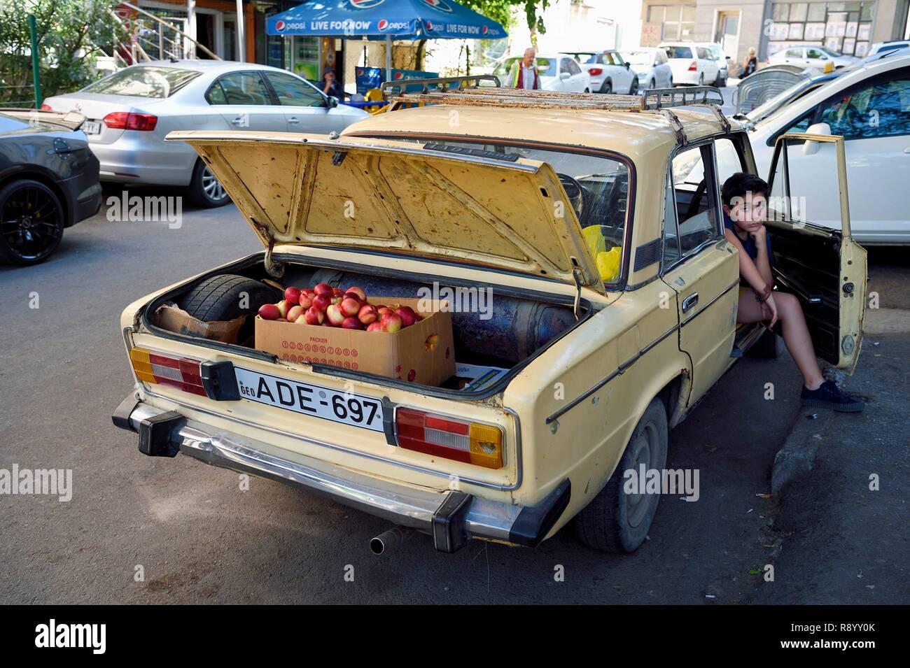 La Géorgie, Tbilissi, Merab Kostava street, vendeur apple non officiel Photo Stock