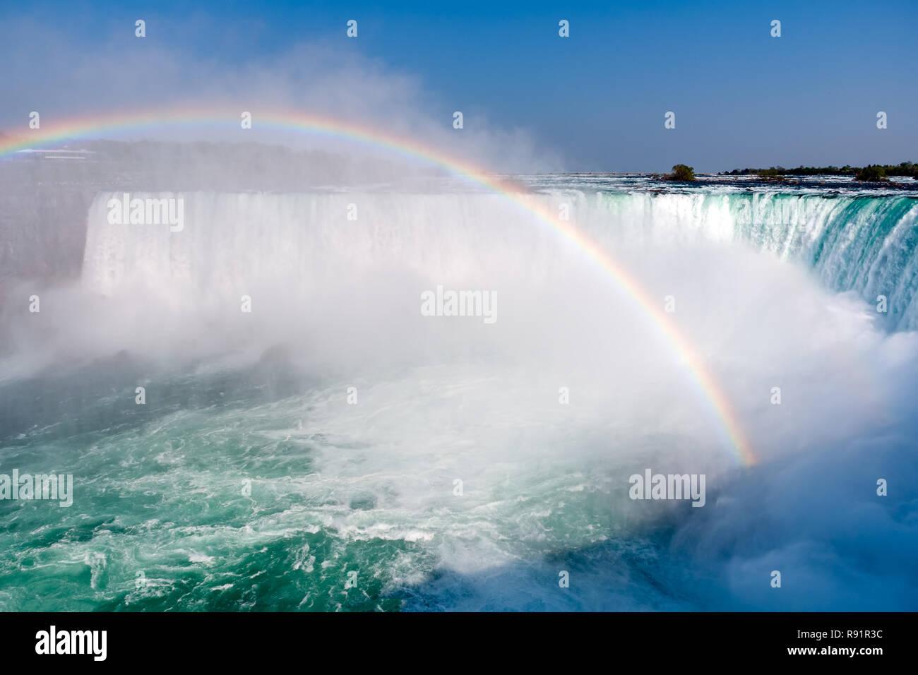 Arc-en-ciel sur Horseshoe Falls- Ontario, Canada Banque D'Images
