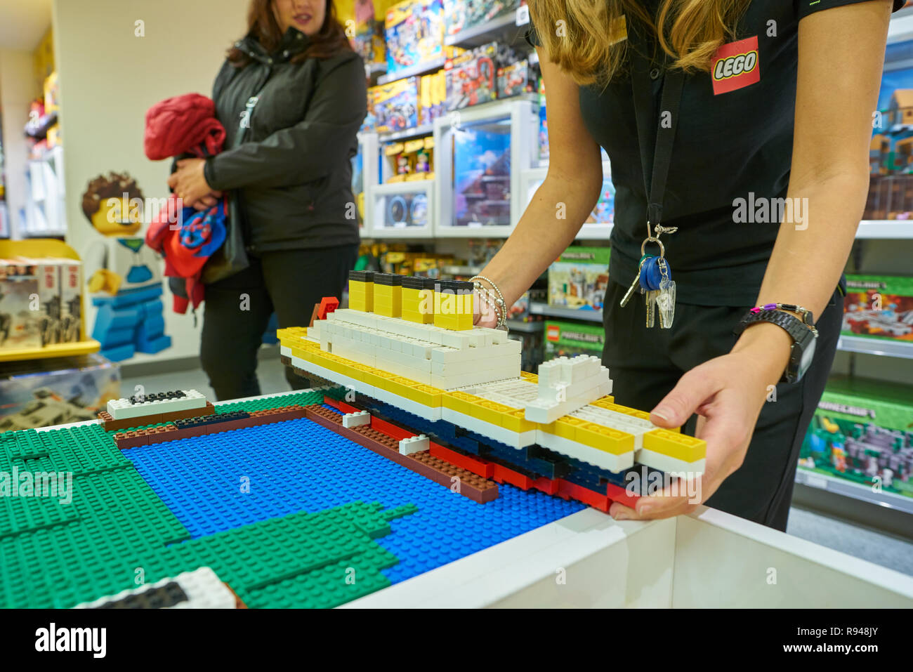 Circa Magasin MilanItalie L'intérieur Lego 2017NovembreÀ Du EHD9YW2I