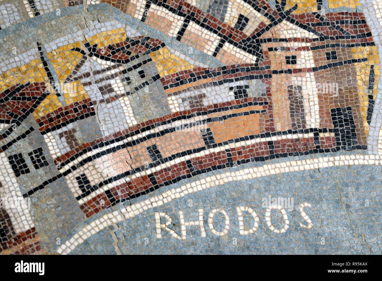 Mosaïque romaine (c3rd-c4e) de Rhodes avec le détail des maisons et l'architecture de l'ancienne ville romaine de Haïdra Ammaedara Tunisie Photo Stock