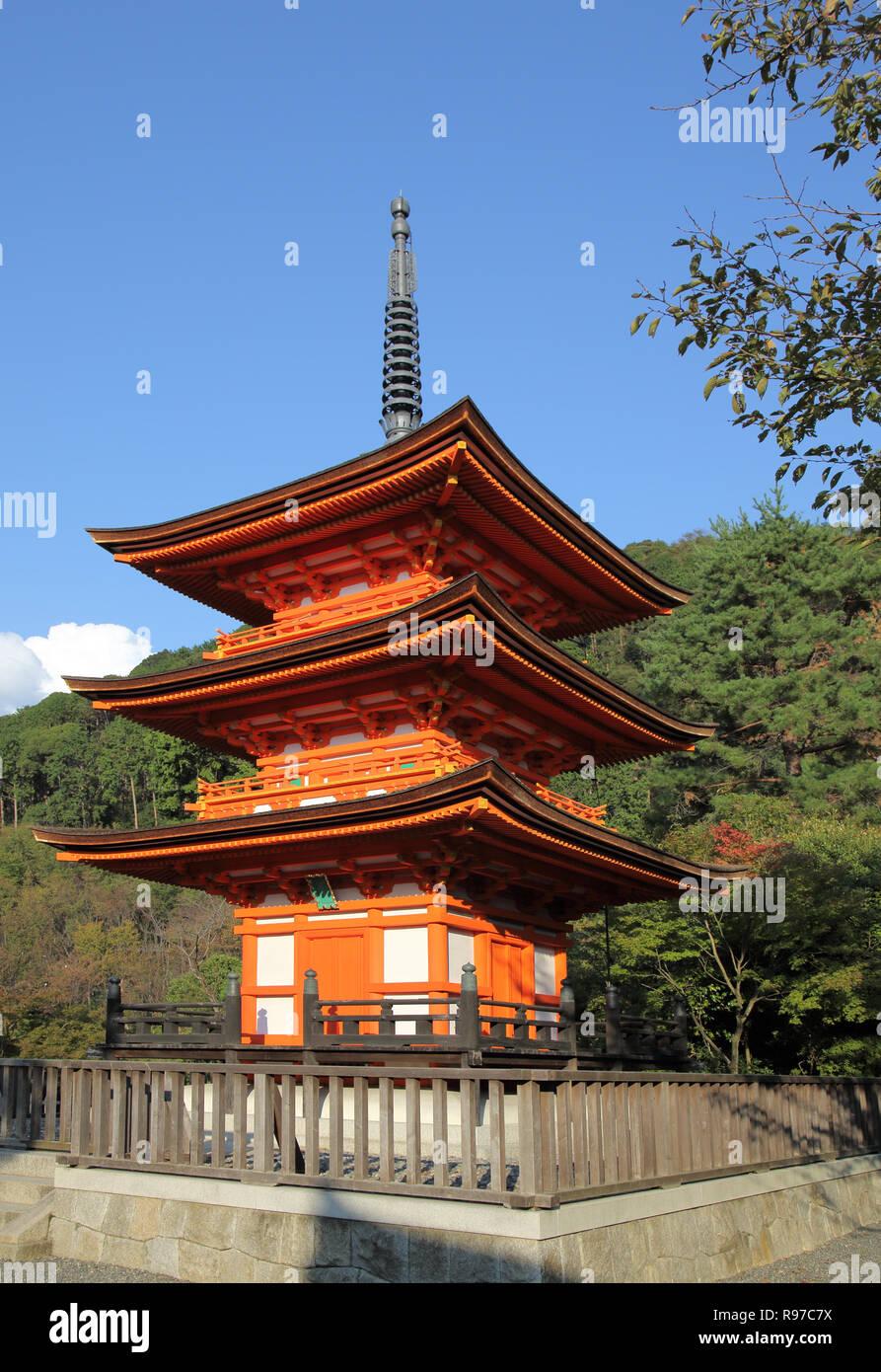 Le temple Kiyomizu-dera surplombant Kyoto au Japon Banque D'Images