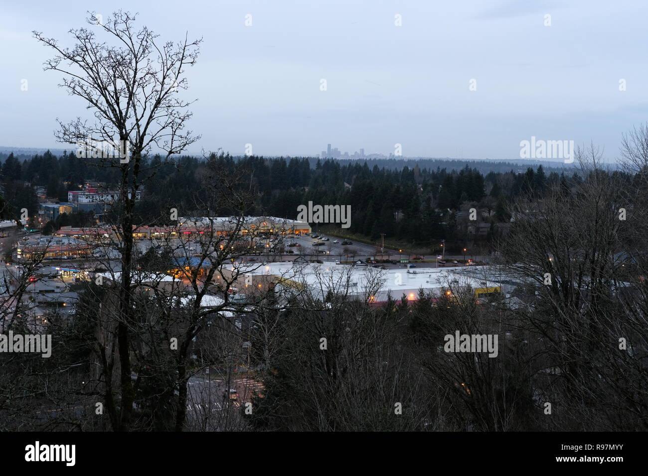Vue sur Seattle skyline de Newcastle, Washington sur une morne journée d'hiver. Photo Stock