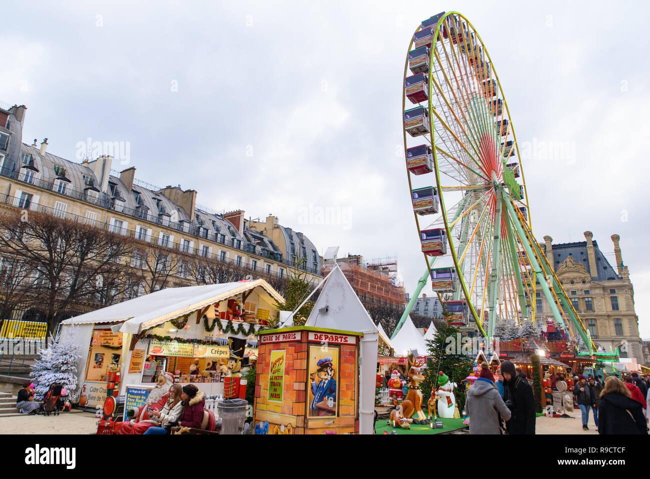 Grande Roue En Marche De Noel Dans Le Jardin Des Tuileries Paris