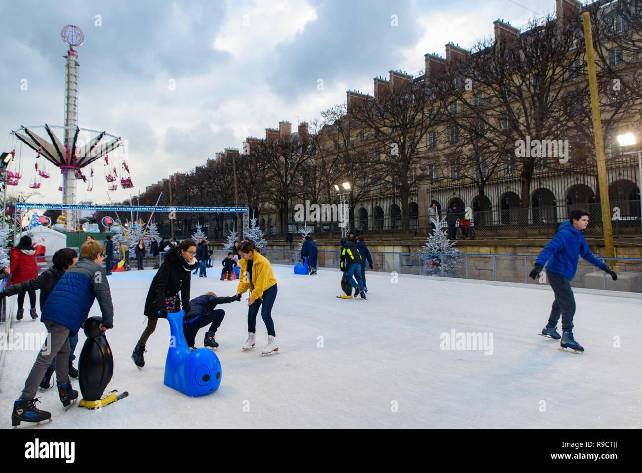 Patinoire De Marche De Noel Dans Le Jardin Des Tuileries Paris