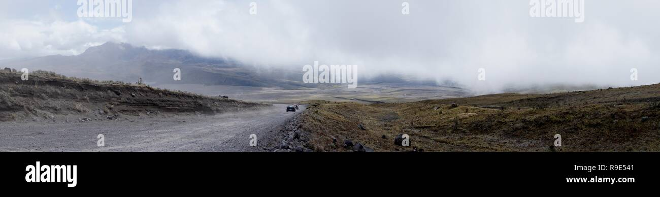 Sur le chemin jusqu'au camp de base le Cotopaxi, se retourna et là, la vue à couper le souffle. Photo Stock