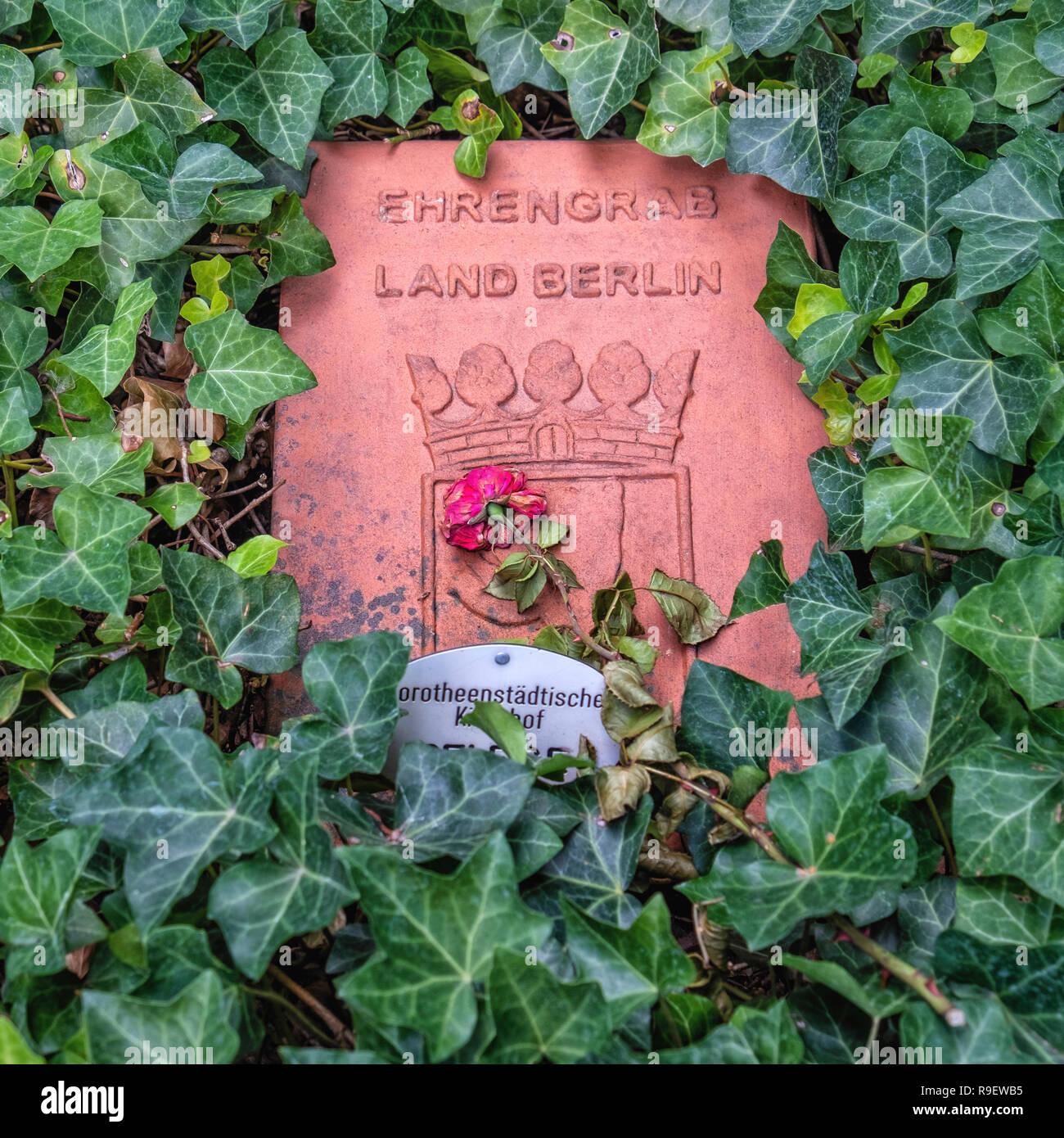 Berlin, Mitte. Cimetière protestant de Dorotheenstadt et cimetière. Ehrengrab, honorables grave la plaque. Photo Stock