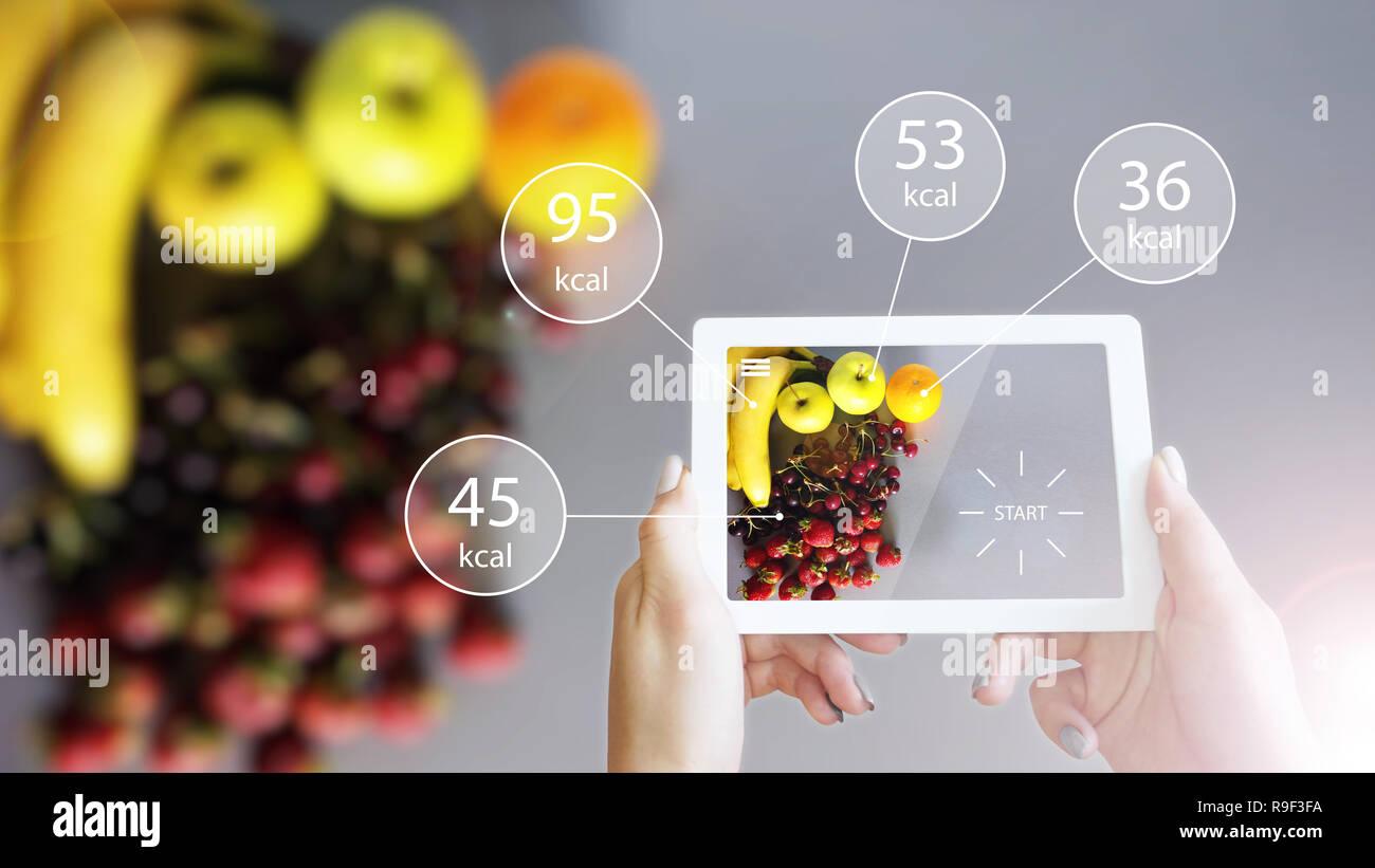 La réalité augmentée ou App ar montrant l'information nutritionnelle des aliments sur Tablet Photo Stock