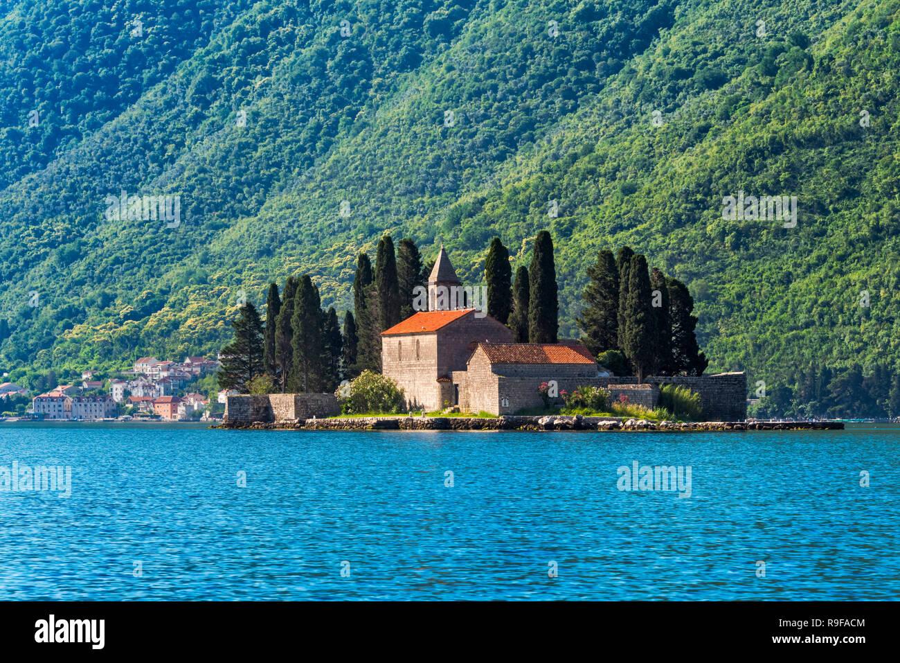Saint George Island contenant Saint George monastère bénédictin et vieux cimetière, Perast, Monténégro Photo Stock