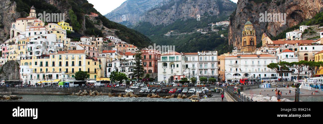Vue panoramique exceptionnelle de la ville de Positano, belle ville sur la côte amalfitaine, Province de Salerne, Campanie Banque D'Images