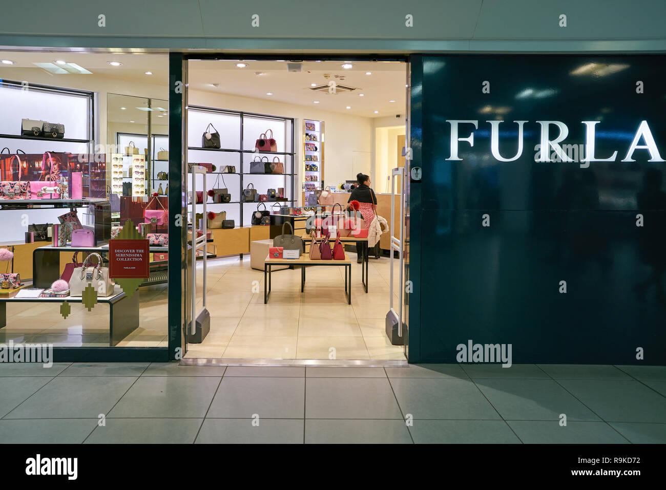 0d22fceac9e77 Sacs à main de luxe boutique marque Furla store Vérone Italie. PC0ECX (RM).  ROME