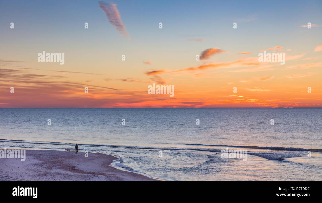 Le lever du soleil sur le golfe du Mexique sur l'île de St George dans l'enclave ou oublié de la côte de la Floride aux États-Unis Banque D'Images