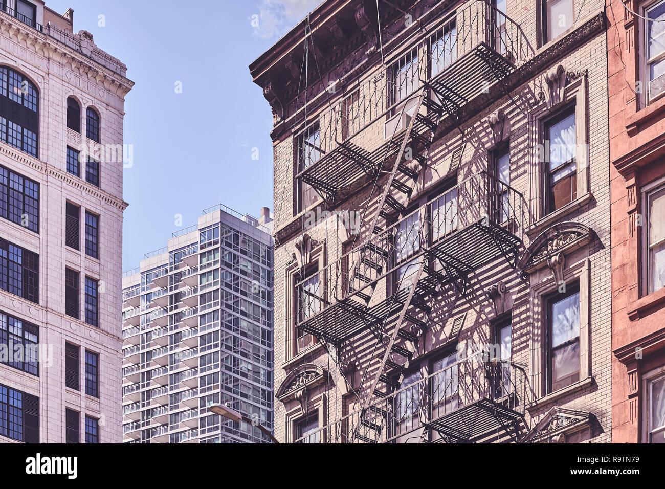 Ancien bâtiment de secours colorés rétro appliqué new york city