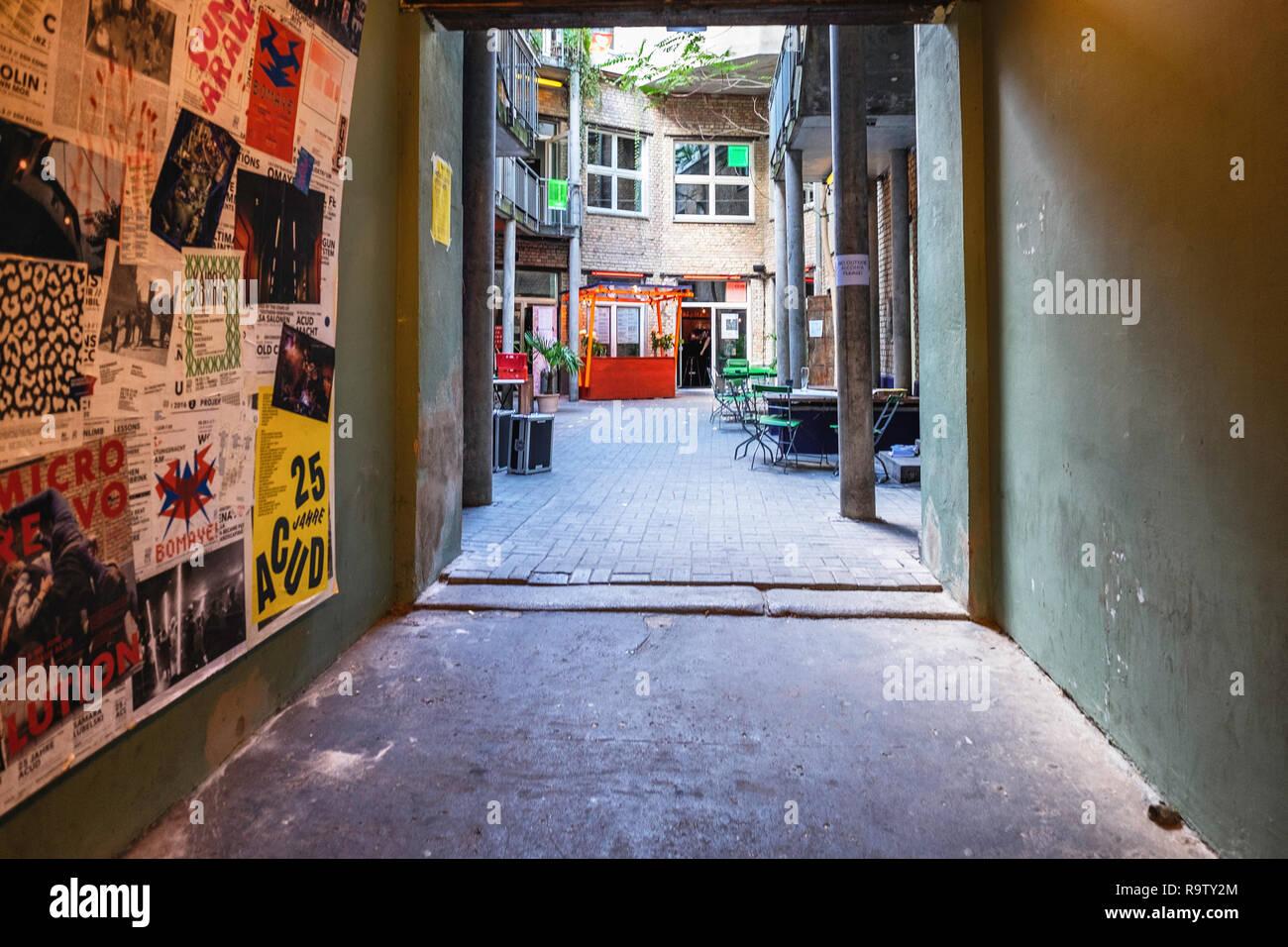 Berlin, Mitte,Veteranenstrasse 21. Centre culturel et artistique ACUD. Vieux bâtiment abrite une scène, galerie, cinémas, salle de concert et un club Photo Stock