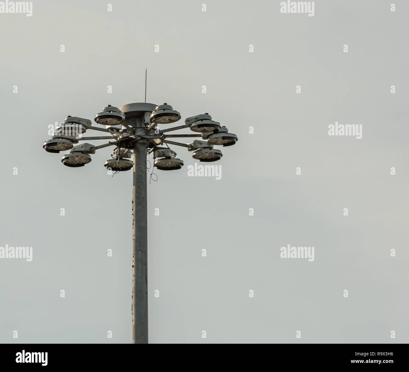 Le sommet d'un poteau d'éclairage à l'aéroport JFK, un tableau des lumières Photo Stock