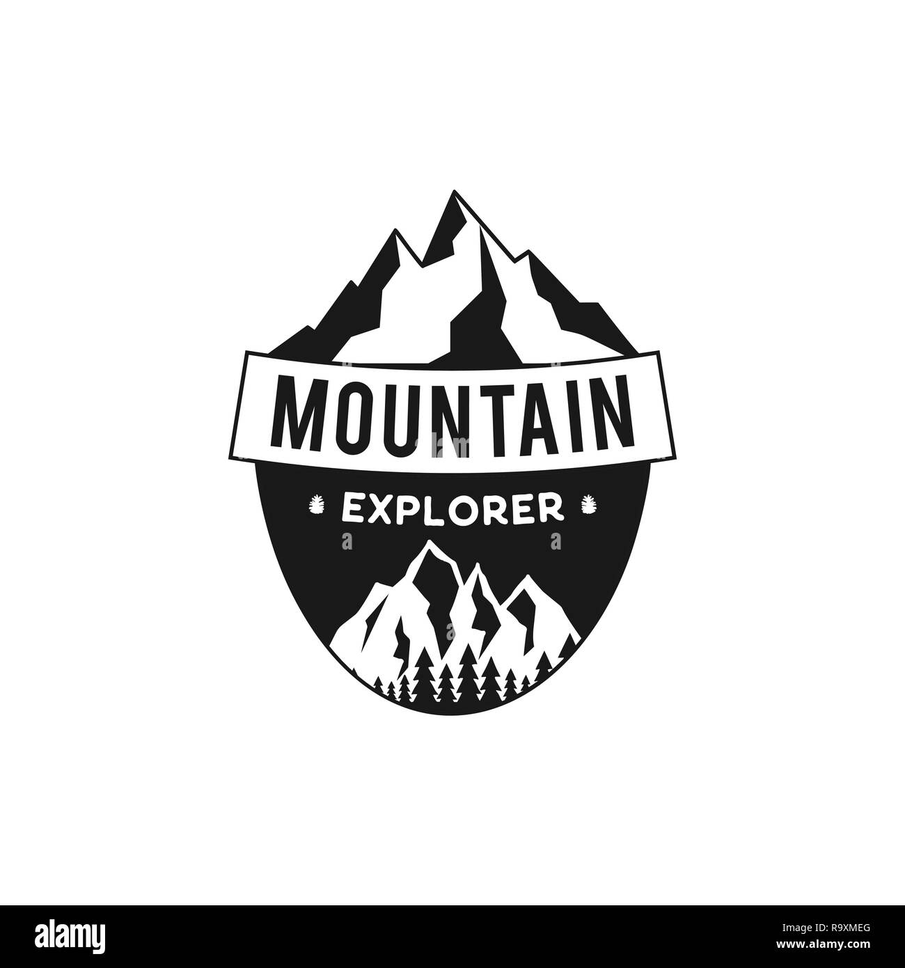 Explorer la montagne d'un insigne. Dans l'emblème de l'aventure Camping silhouette style rétro. Avec les montagnes et la forêt. Logo de voyage, patch. Vecteur Stock randonnées label isolé sur fond blanc Illustration de Vecteur