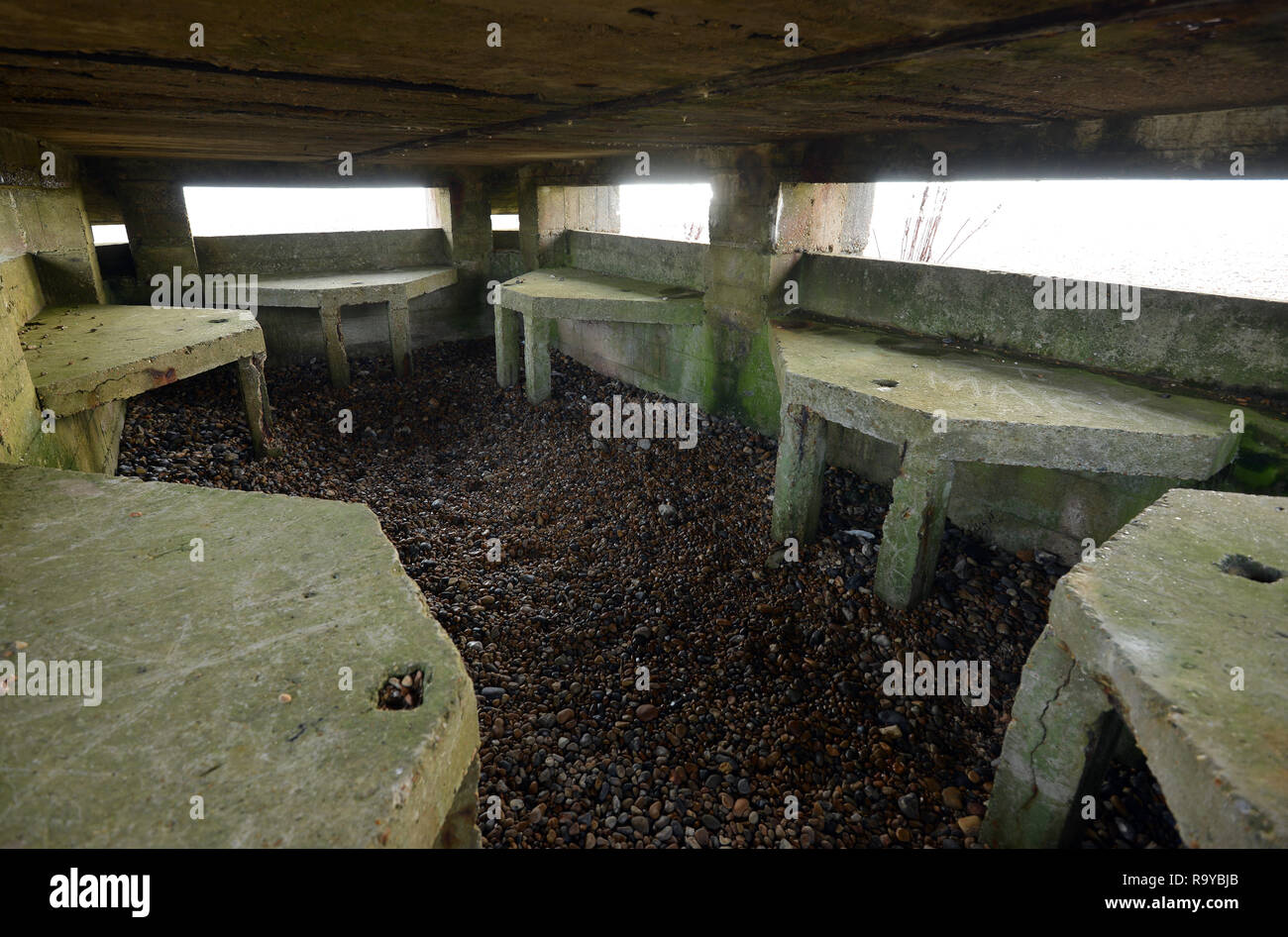La DEUXIÈME GUERRE MONDIALE, casemate de défensive plage de seigle, East Sussex, UK Photo Stock