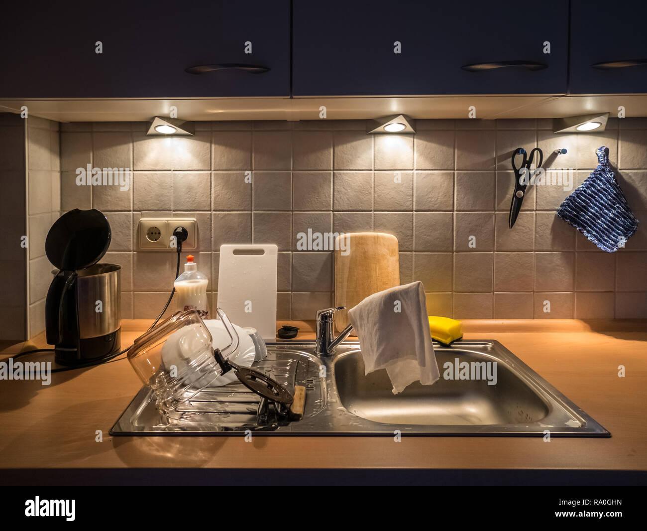 Spot Au Dessus Evier Cuisine kettle holder photos & kettle holder images - alamy