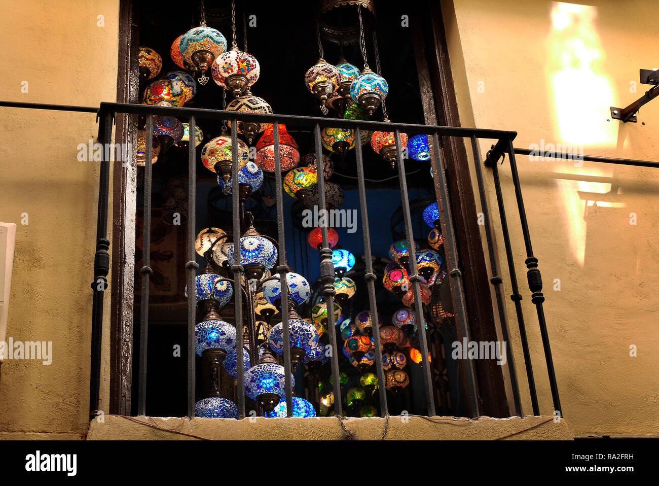 Lampes marocaines en vente à Grenade, Espagne. Photo Stock