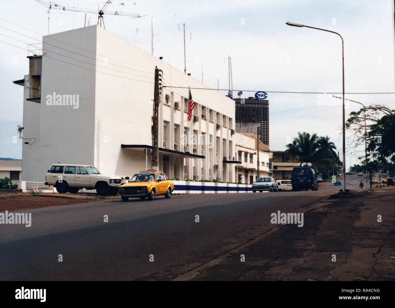 Yaounde immeuble de bureaux de la chancellerie banque dimages