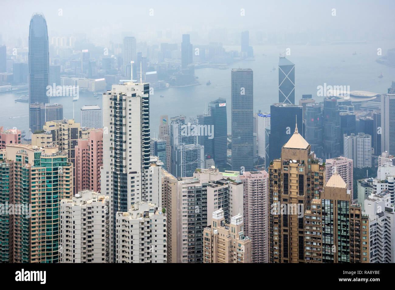 Vue restreinte de Hong Kong en raison de la brume de la pollution de l'air Photo Stock