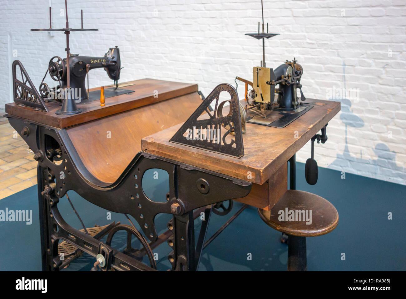 Table A Machine A Coudre 20e siècle couture industrielle table avec deux machines à
