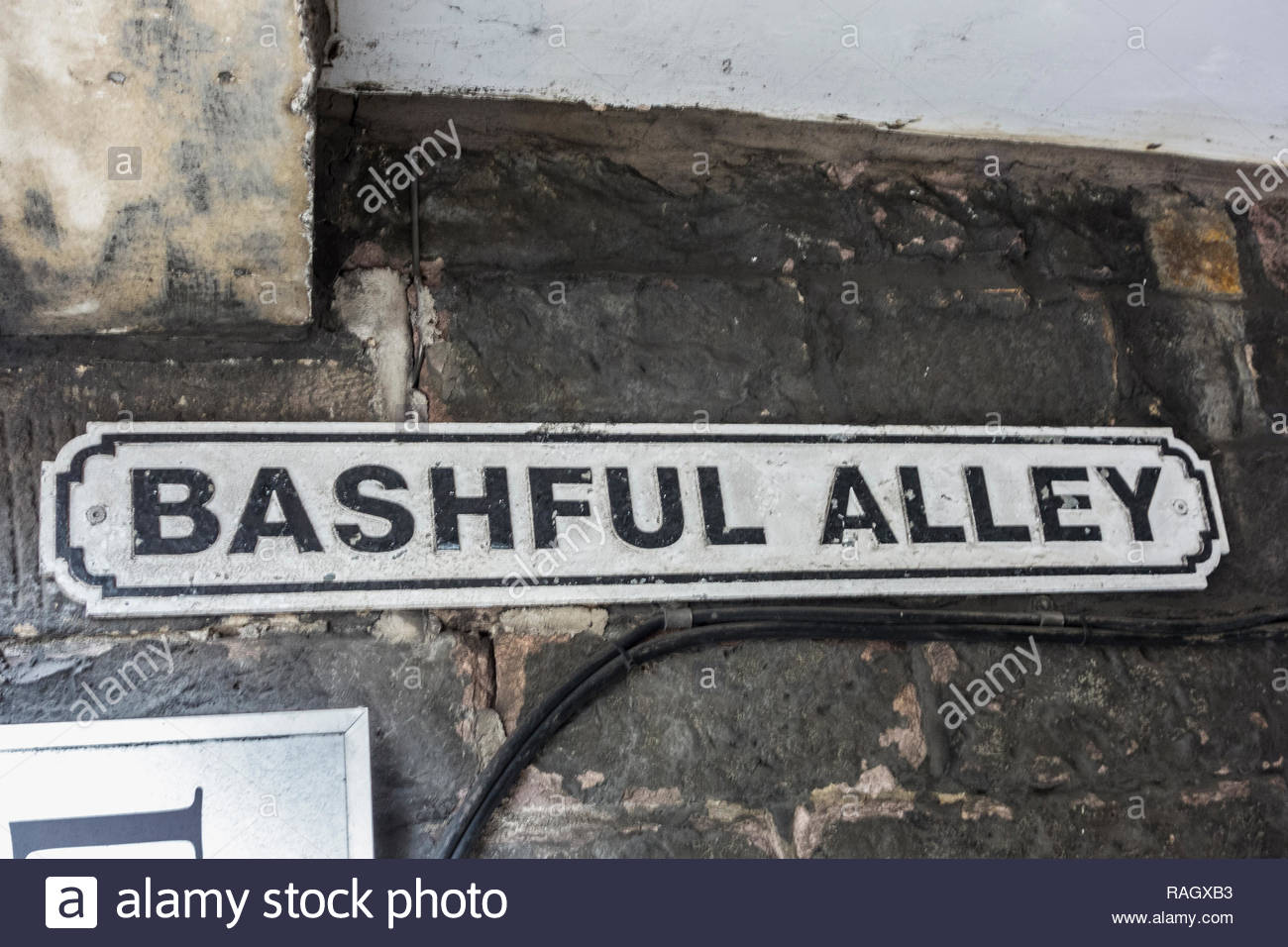 Une plaque de rue pour Bashful Alley, une ruelle / alley entre King Street et Market Street à Lancaster, Lancashire, England, UK Photo Stock
