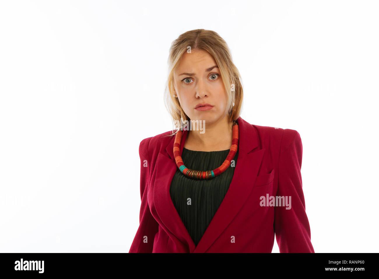 Belle jeune femme montrant ses émotions pour vous Banque D'Images