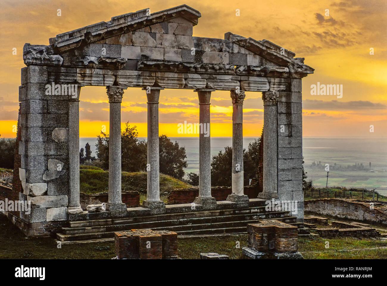 Lever du soleil dans l'ancienne ville d'Apollonia. L'Albanie Photo Stock