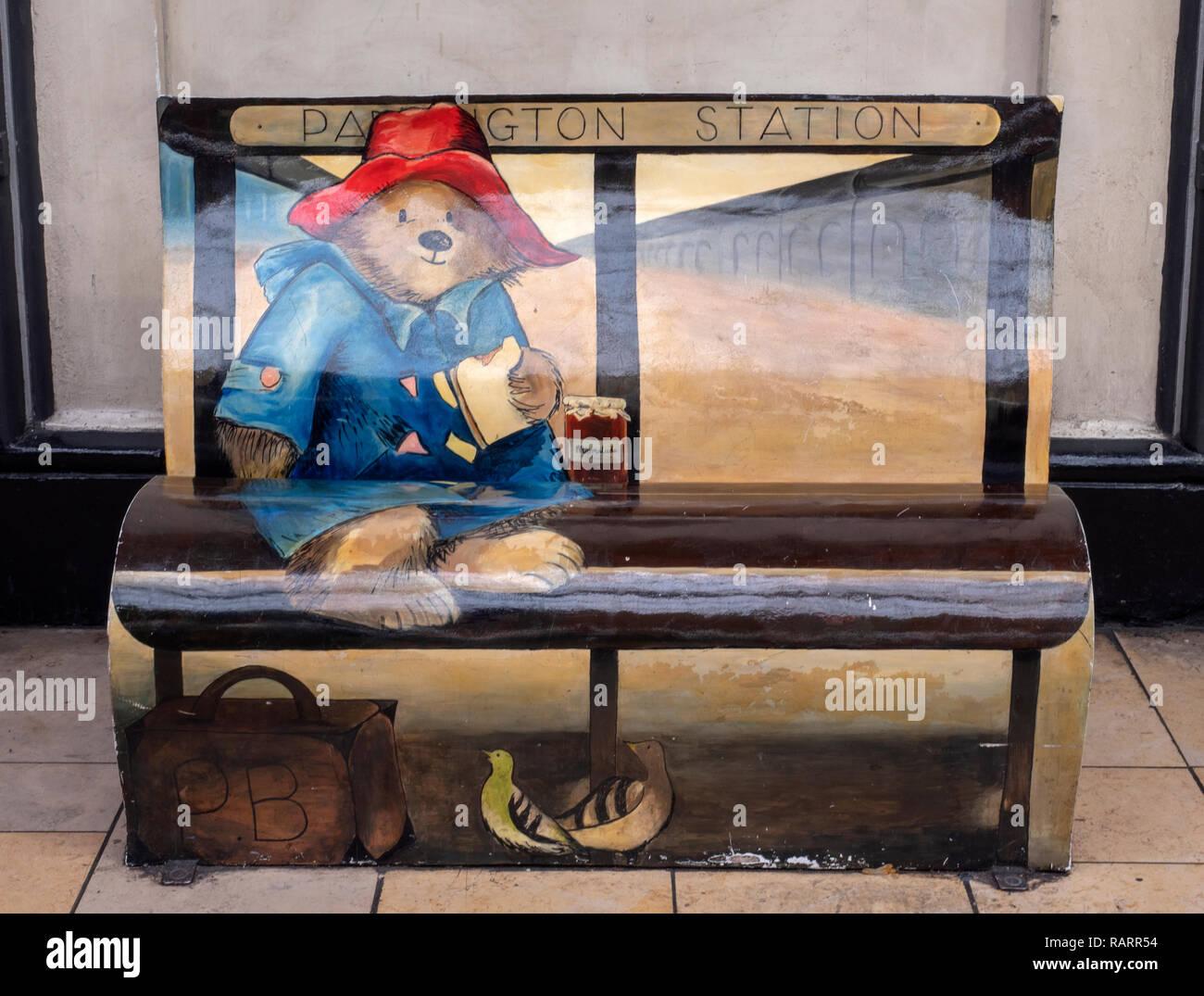 https www alamyimages fr banc de l ours paddington sur la plate forme 1 la gare de paddington london england uk image230404416 html