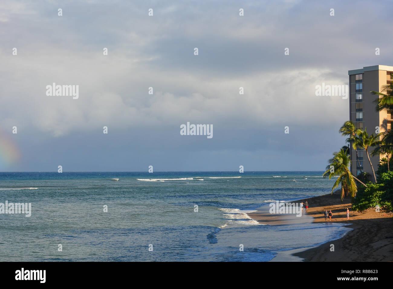 Belle Kahana Beach sur l'île de Maui, Hawaii. Situé entre Kaanapali et Kapalua sur la côte nord-ouest. Très belle vue de Molokai à travers l'eau Banque D'Images