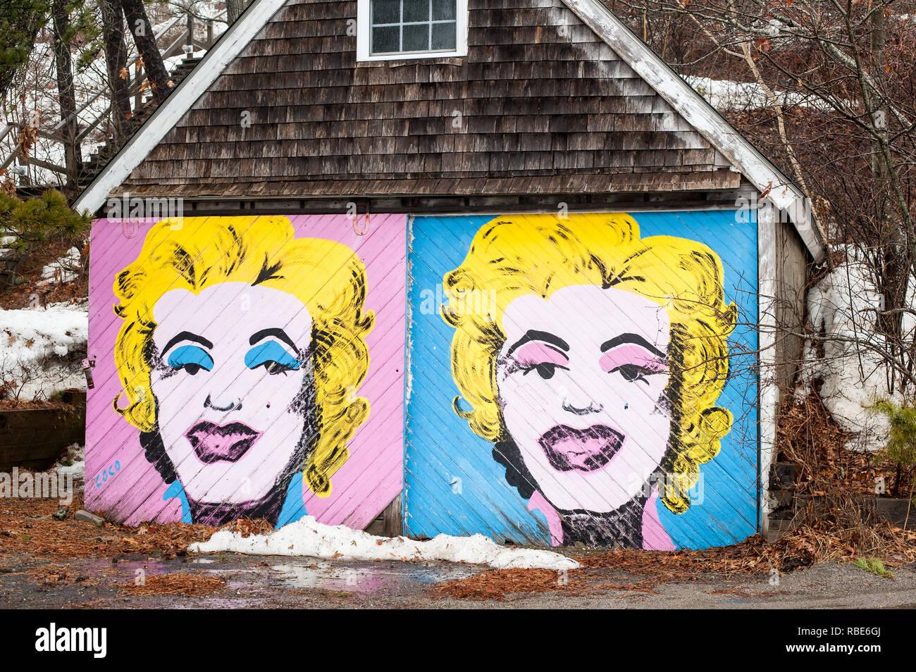 Garages avec la peinture artistique emplois à Wellfleet, Cape Cod Photo Stock