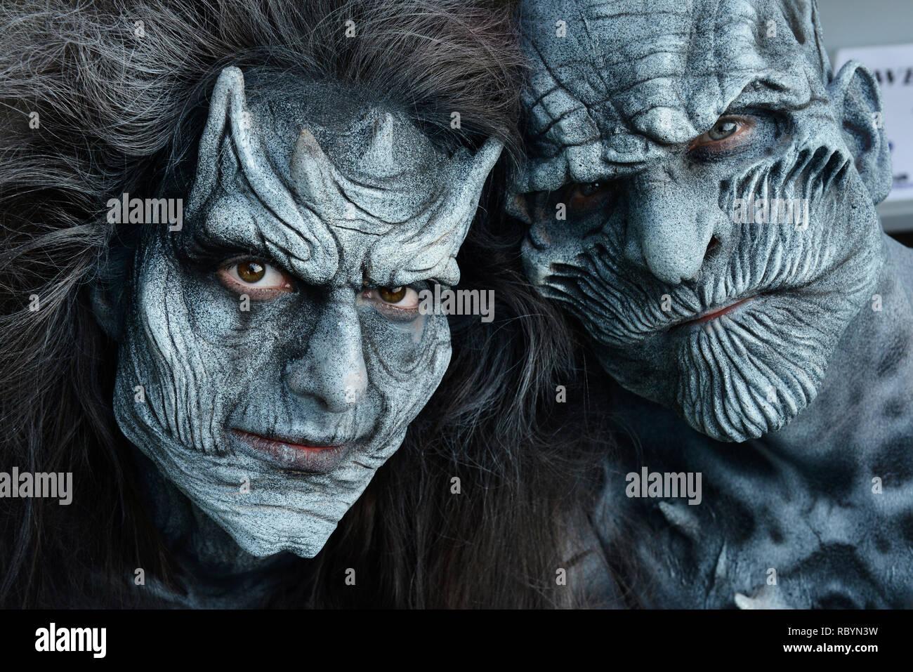 Quelques monstres posant au cours de l'organisme art festival à Klagenfurt, Autriche, Europe. Photo Stock