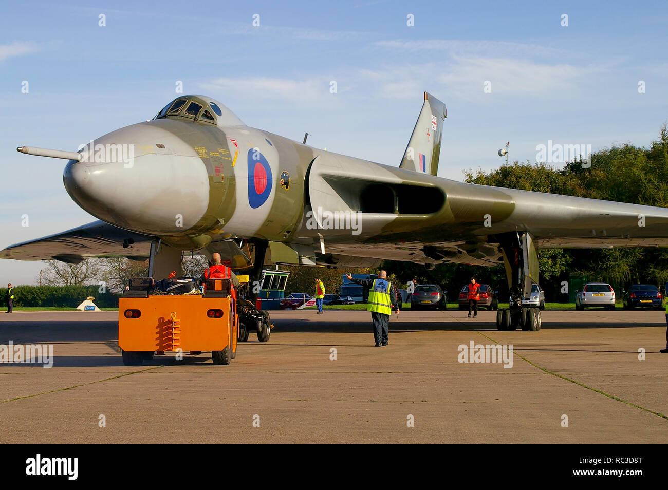 Avro Vulcan B2 XH558 bomber jet avion, ex RAF, restauré pour vol par le ciel à Vulcan Vulcan, Société d'exploitation. Le poussait à l'extérieur pour son premier vol Banque D'Images