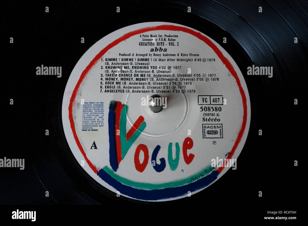 Abba vinyl record & label - Greatest Hits Vol 2 album 'Disques (Français Vogue' record label) Photo Stock