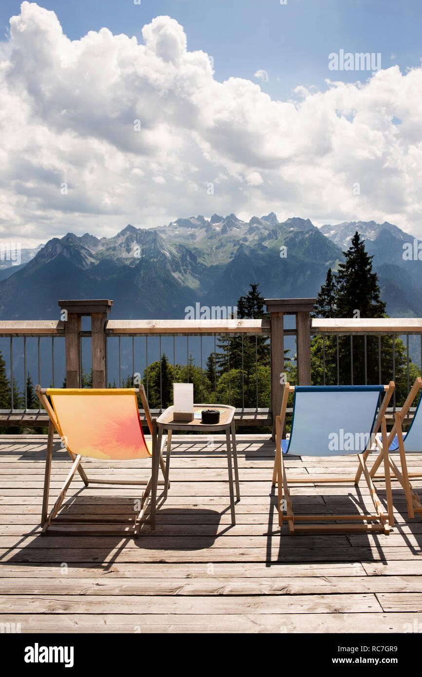 Plate-forme d'observation avec transats, Bludenz, Vorarlberg, Autriche Banque D'Images