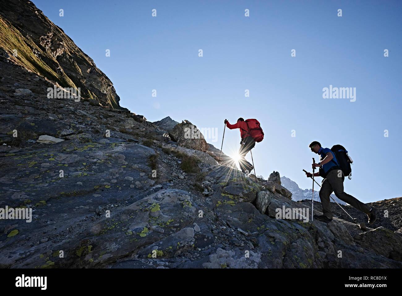 Amis Randonneurs à Mont Cervin, Matterhorn, Valais, Suisse Banque D'Images