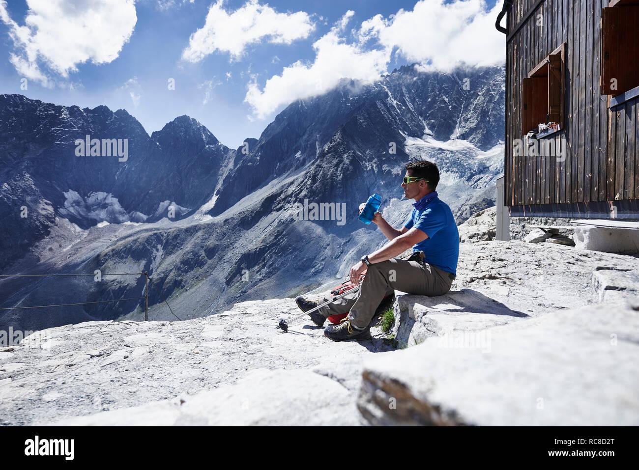 Bouteille d'eau potable de randonneur, Mont Cervin, Matterhorn, Valais, Suisse Banque D'Images