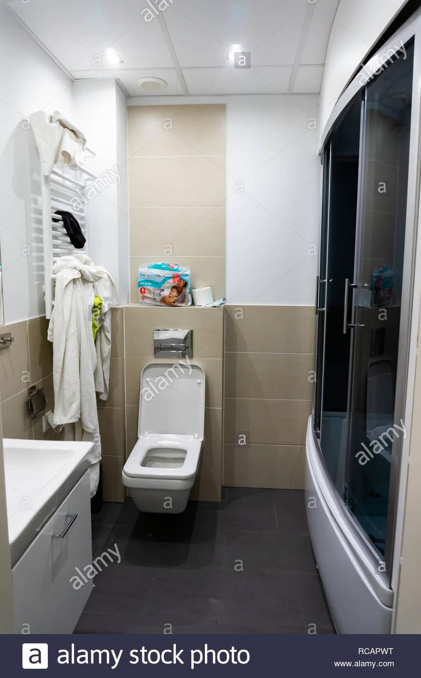 Lomnica, Pologne - 30 décembre 2018 : salle de bain avec wc ...
