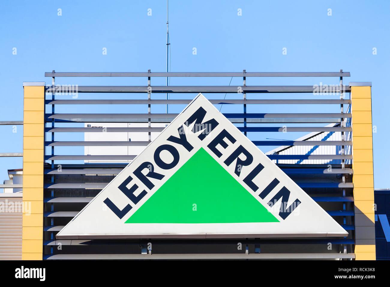 Gdansk, Pologne - 25 juillet 2016   Leroy Merlin - magasin de bricolage et  jardinage b37a573ec000
