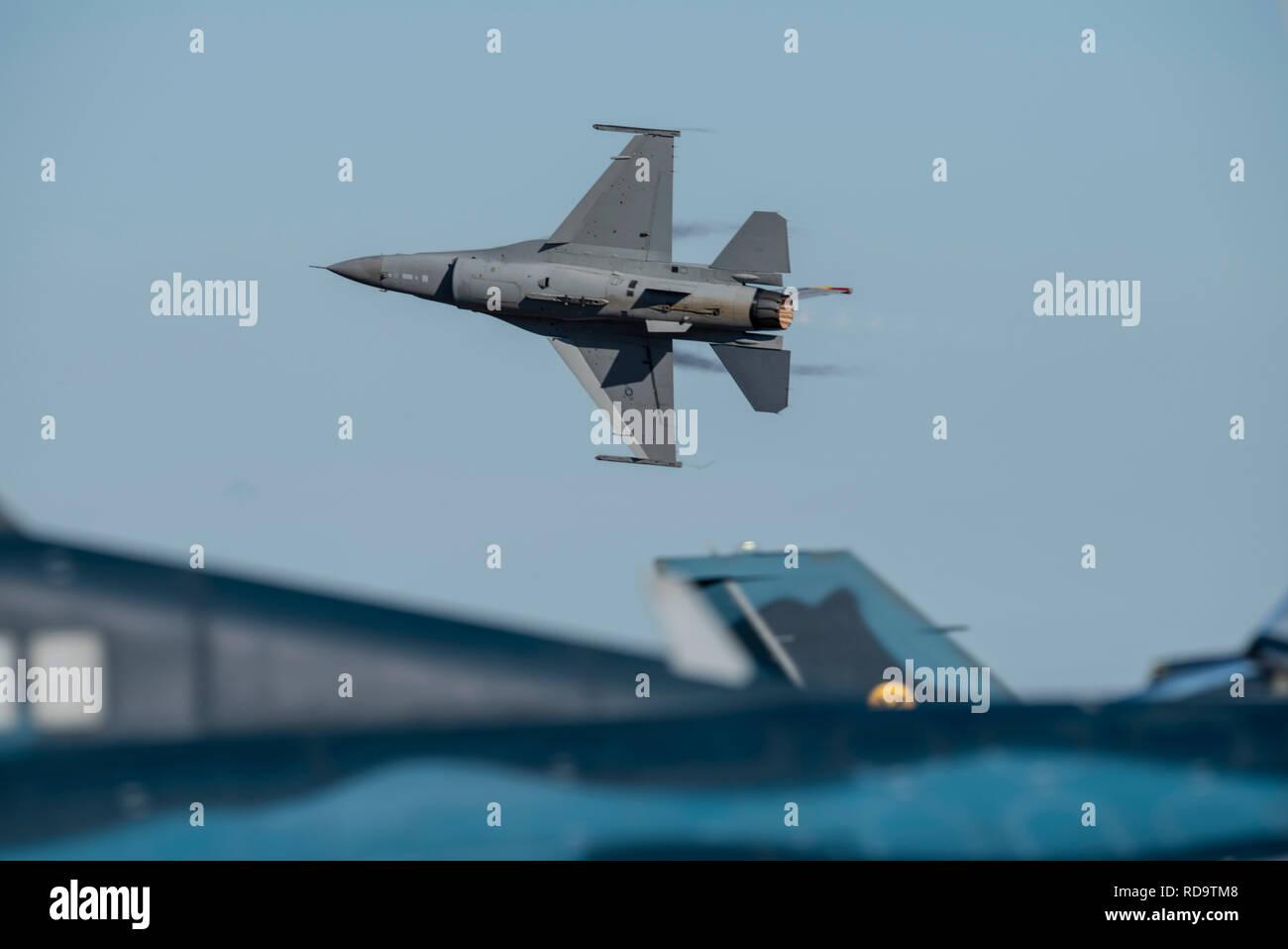 Le capitaine de l'US Air Force, Daniel Brom un F 16 Fighting