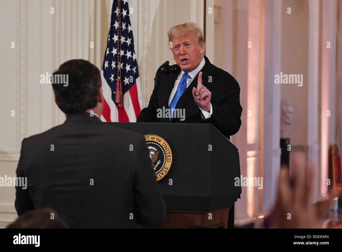Washington, District de Columbia, Etats-Unis. 20 Nov, 2018. Donald Trump, président de Etats-unis, discute con Jim Acosta, periodista de CNN, en la Sala Este de la Casa Blanca el 7 de noviembre de 2018. Credit: Christy Bowe/Globe Photos Via Zuma Zuma/TNS/fil Wire/Alamy Live News Photo Stock