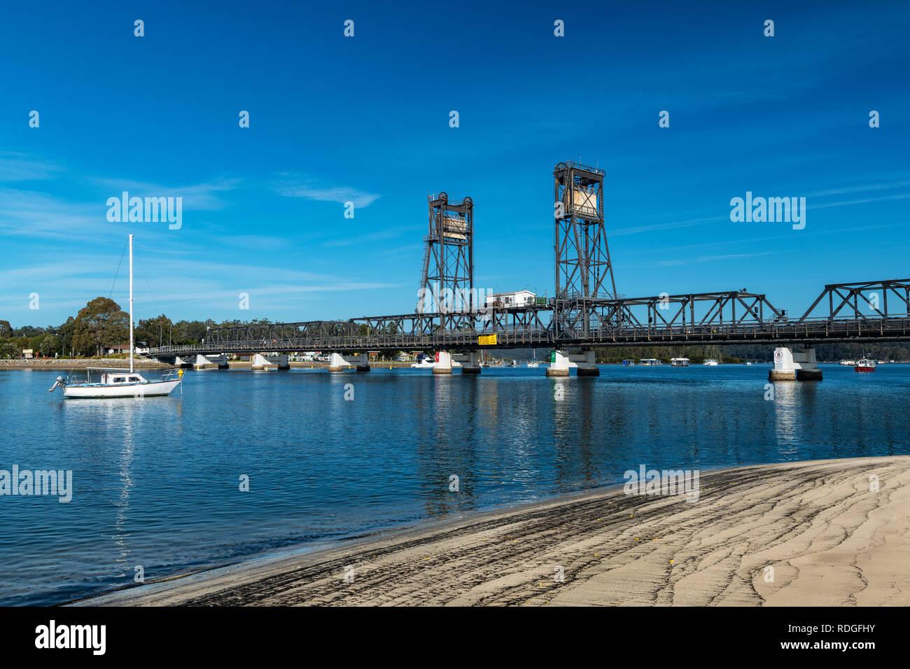 Le célèbre vieux pont traversant la rivière Clyde à Batemans Bay. Banque D'Images